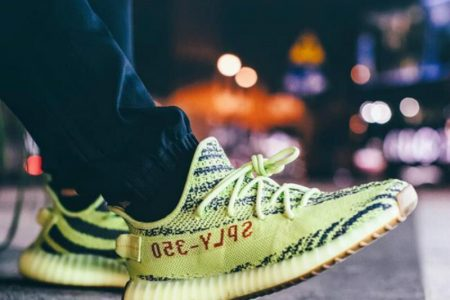 【12/11 UPDATE】YEEZY BOOST350V2 FROZEN YELLOWの再販について