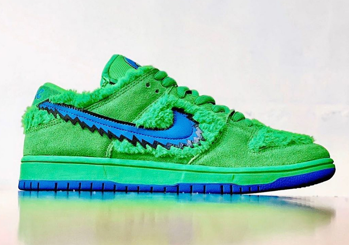 Grateful Dead x NIKE SB DUNK LOW