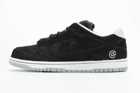 "NIKE  SB DUNK LOW × MEDICOM TOY ""BE@RBRICK"" 8/22 (土)発売"